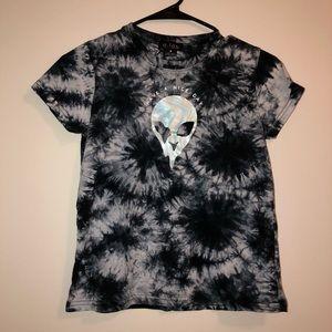 Tops - Alien graphic shirt